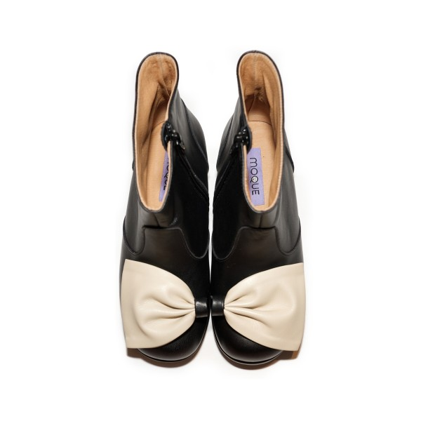 MoqueAW18BootsKellyBow1