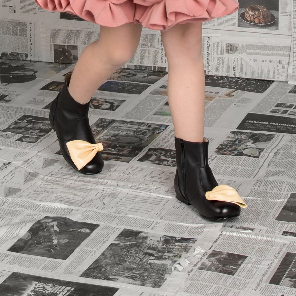 MoqueAW18BootsKellyBow2
