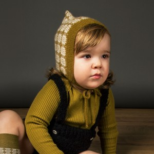 Mabli Knits Teifi Bonnet in Dark Ochre & Ivory on baby