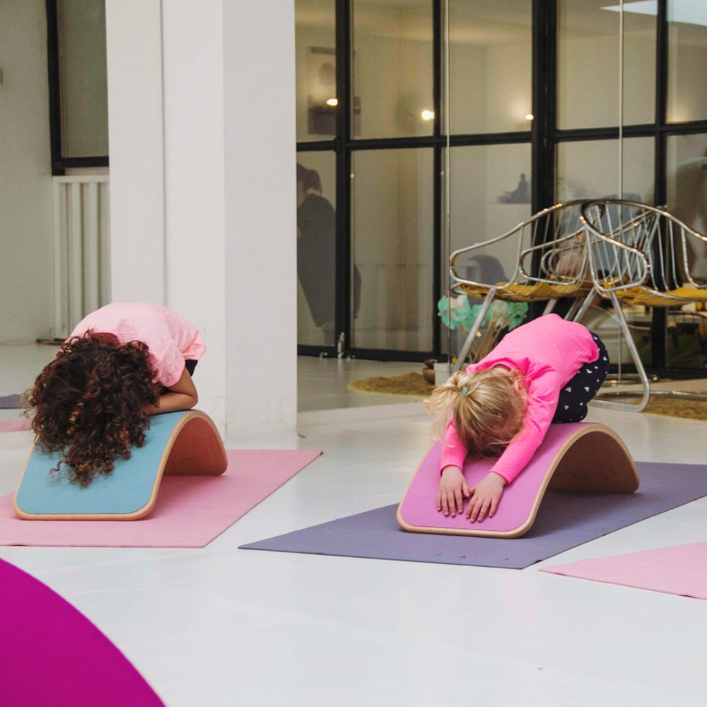 Kids doing Yoga on Wobbel Original with Felt In Mouse Grey